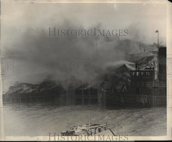 1924 Press Photo Spectacular fire destroys Pier 69 by the Columbia Steamship Co - Historic Images