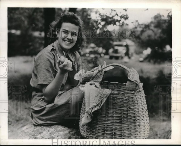 1941 Press Photo Girl Scout Laura Tarquinio, Girl Guide from Brazil - Historic Images