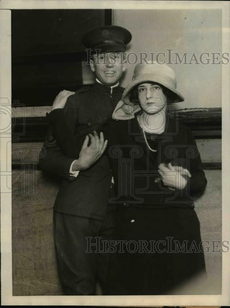 1923 Press Photo Brooklyn NY Frances Duhl & fiance Sgt Claude Foster at trial - Historic Images