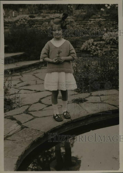 1921 Press Photo Dorothy Thompson 6, rose her grandfather received from the - Historic Images