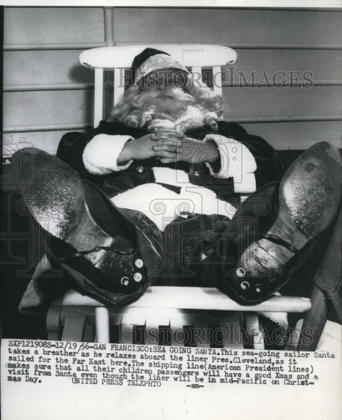1956 Press Photo Sea Santa Sleeping On President Cleveland Sea Liner - Historic Images