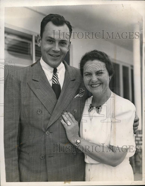 1940 Press Photo Palm Beach FLa Kim Moran and her husband to be shown at Mrs - Historic Images