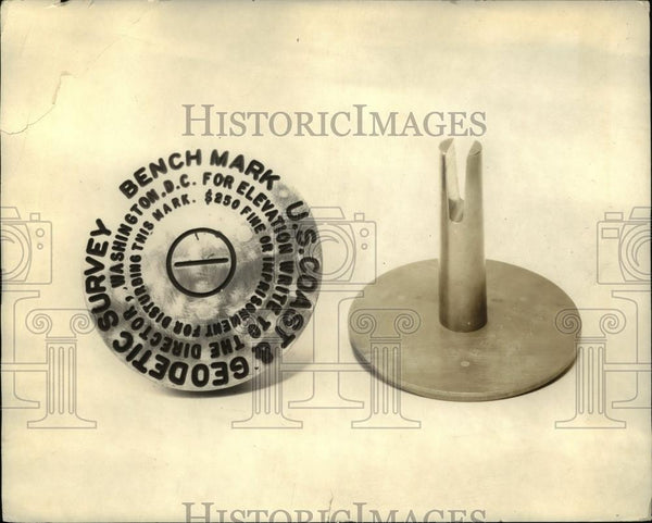1925 Press Photo Bench mark used by US Coast and Geodetic Survey its shaft is - Historic Images