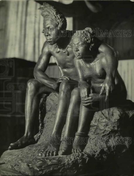 1922 Press Photo The bronze art, Forest Lovers at the National Museum - Historic Images