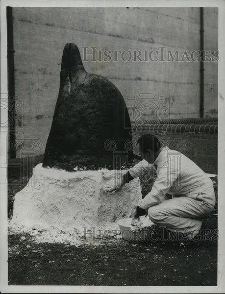 1923 Press Photo Buckie Banffshire Making The Plaster Cast For Head Of Whale - Historic Images