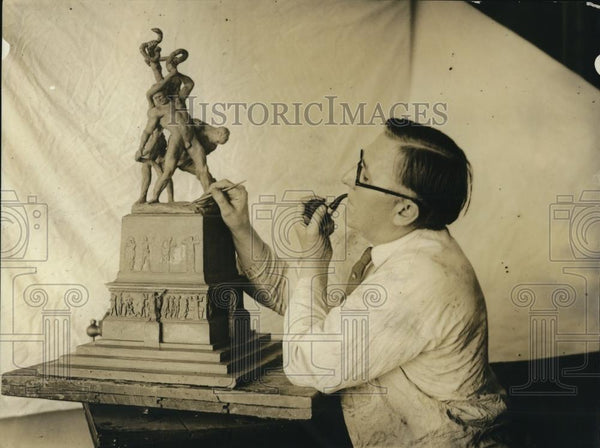 1922 Press Photo David Edstrom, International Sculptor and his work - Historic Images