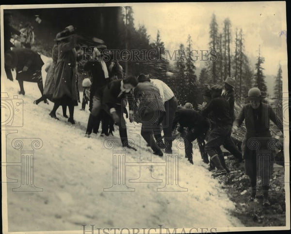 1922 Press Photo Rainier Natl Parl Gov Hart & a crew remove snow from roads - Historic Images