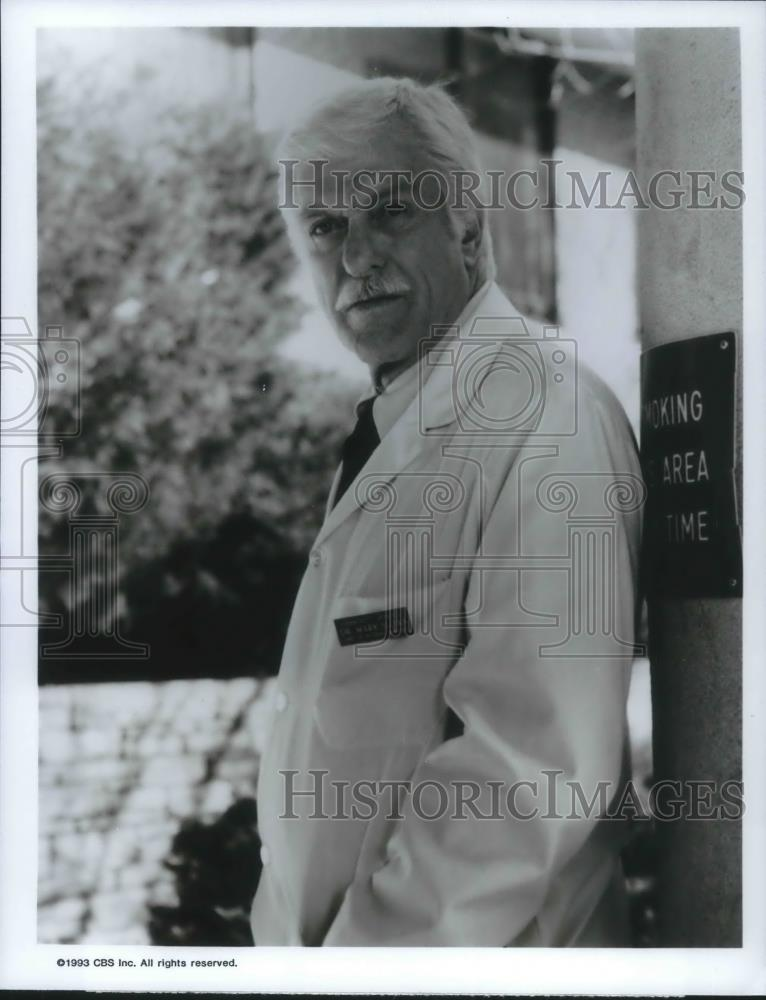 1993 Press Photo Dick Van Dyke in A Twist of the Knife - cvp10824