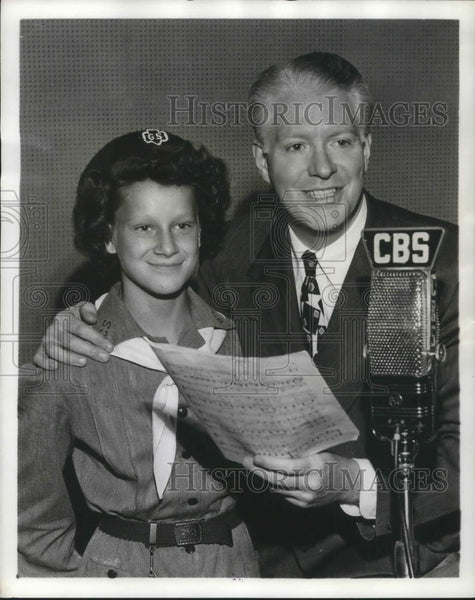 1945 Press Photo Nelson Eddy Baritone Singer Actor and Maureen Meyer Girl Scout - Historic Images