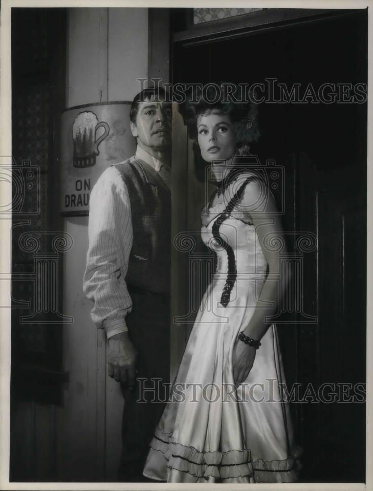 1964 Press Photo Dee Hartford with Anthony Caress in Gunsmoke - cvp16499