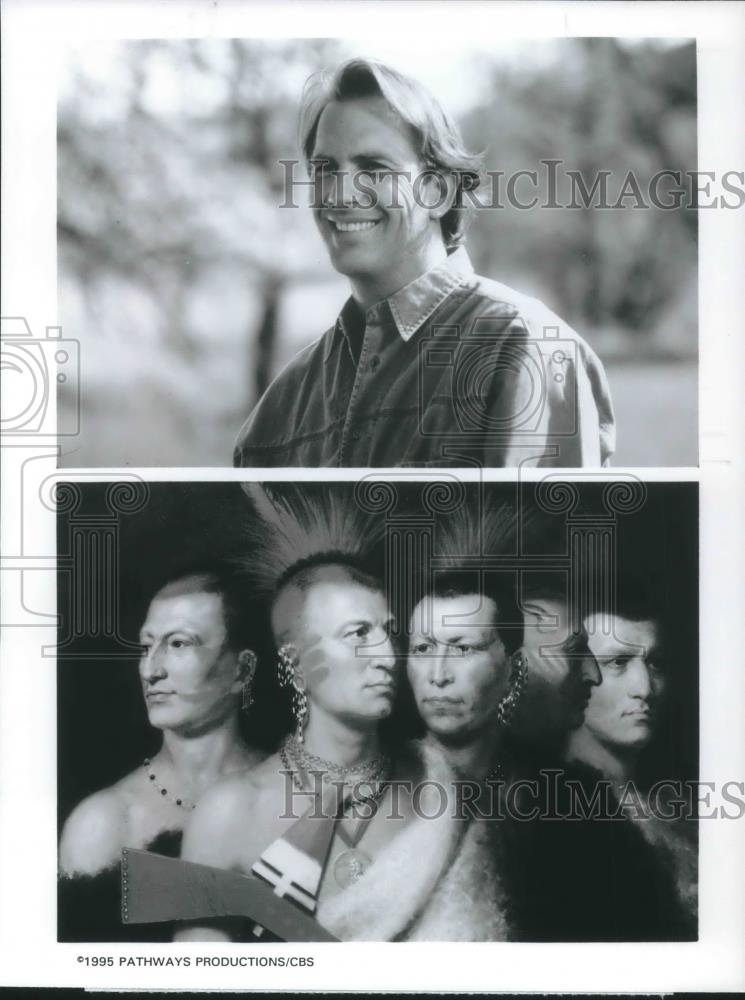 1995 Press Photo Kevin Costner and Native Americans in 500 Nations - cvp09607 - Historic Images