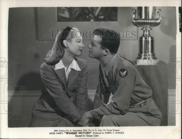 1969 Press Photo Jane Ball & Pvt Lou McCallister in Winged Victory - cvp08167 - Historic Images