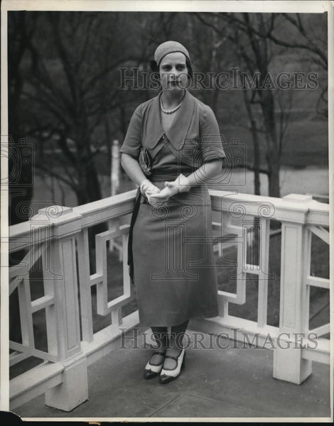1931 Press Photo Barbara Hunter on the casino terrace at White Sulphur Springs - Historic Images