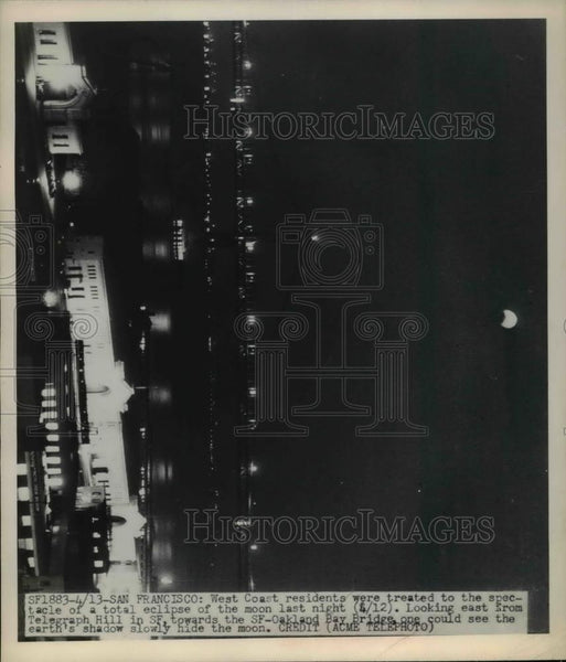 1949 Press Photo Total Lunar / Moon Eclipse at San Francisco Oakland Bay Bridge - Historic Images