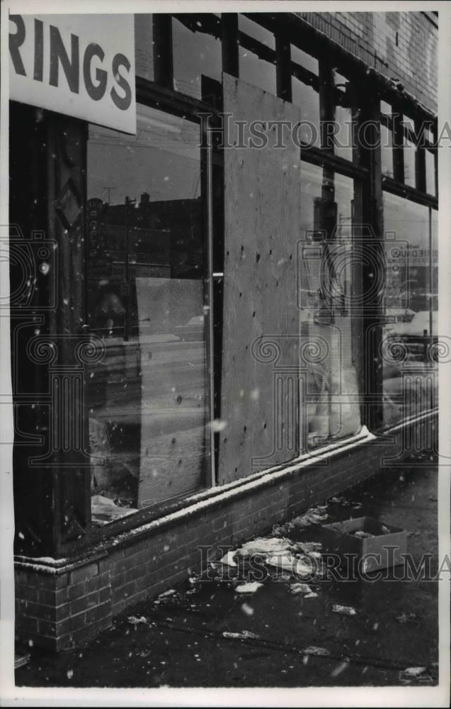 plate glass windows embossed glass 1968 press photo plate glass windows that jerome johnson leapt thru historic images vintage