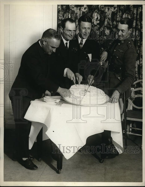1929 Press Photo Baron Von Huenefeld, celebrates his 36th birthday at the Hotel - Historic Images