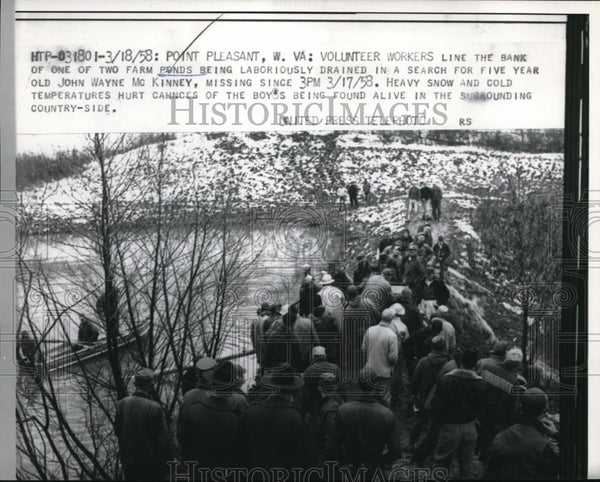 1958 Press Photo Point Pleasant W Va workers help drain floods at Rolfe farm - Historic Images