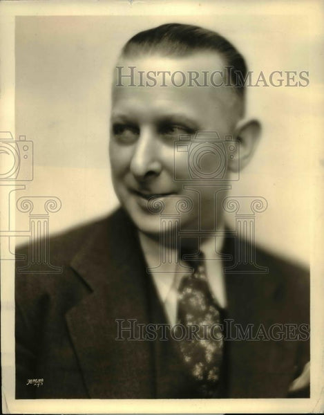 1933 Press Photo John P Murray emcee on Old Gold broadcasts in Pa - Historic Images