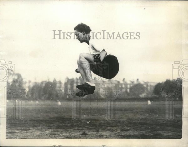 1923 Press Photo Miss Hatt of England at Paddington recreation Ground - Historic Images