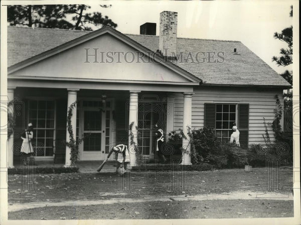 1933 Press Photo Care takers of the home of President Roosevelt at Warm Springs - Historic Images