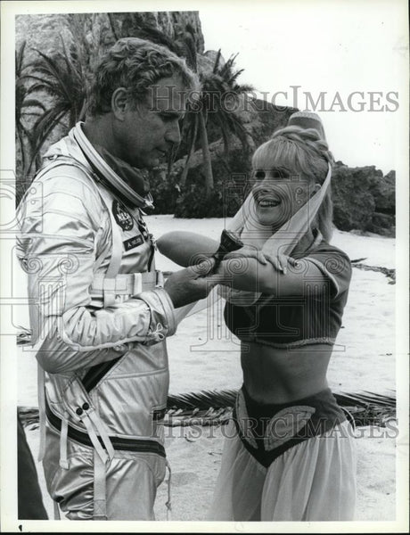1985 Press Photo Barbara Eden and Wayne Rogers in I Dream of Genie - Historic Images