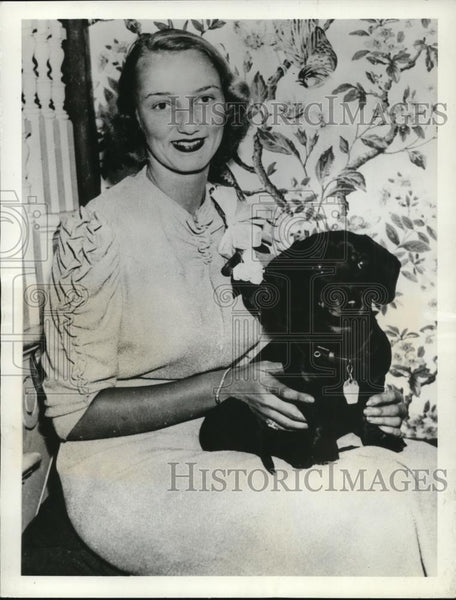 1937 Press Photo Miss Anne Lindsay Clark Dating John Roosevelt - Historic Images