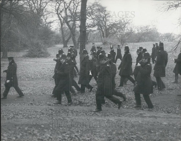 Press Photo Police Search Wimbledon Common For Clues Disappearance Muriel McKay - Historic Images