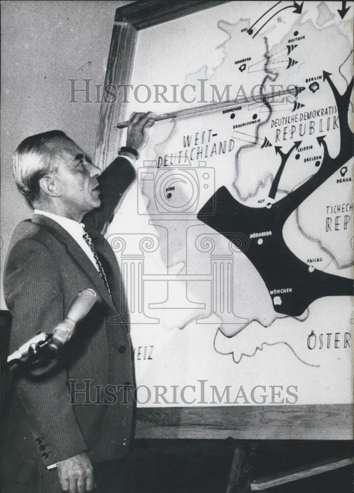 Map Of Germany 1960.1960 Press Photo Major Bruno Winzer And Map Of Germany