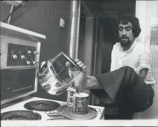 Press Photo Frank makes himself a cup of coffee - Historic Images