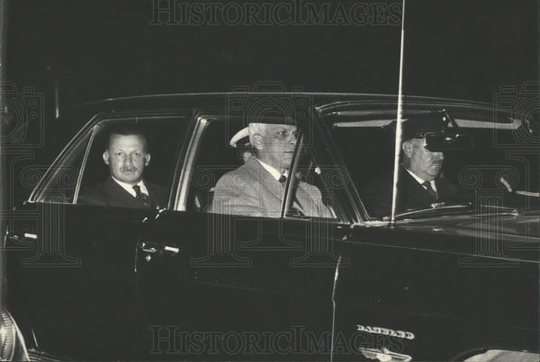 1970 Press Photo Argentine President Ongania Leaving Ministry of Defense - Historic Images
