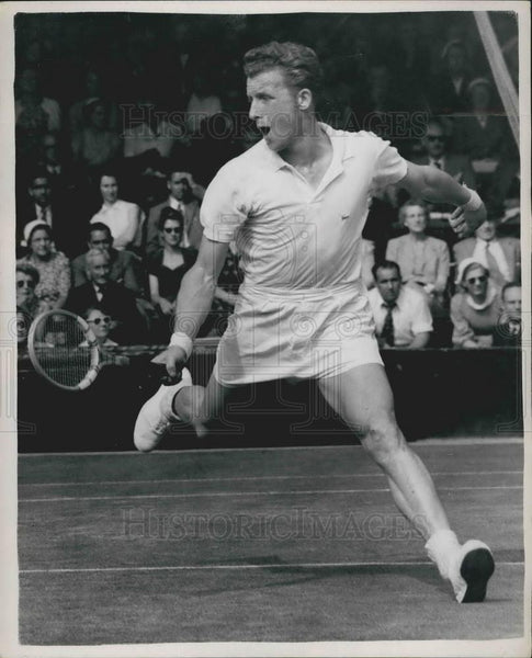 1953 Press Photo A Huber (Austria), in plays at Wimbledon - KSB08657 - Historic Images