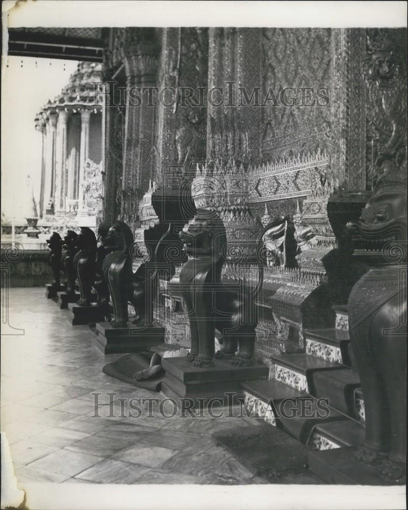 1912 Press Photo The Entrance to the shrine room is guarded by bronze lions - Historic Images