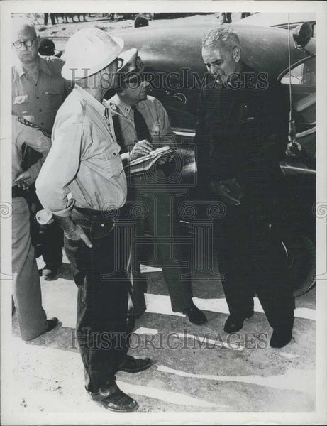1952 Press Photo Joseph Markey & Lt. James F. Day,at Ca Earthquake area - Historic Images