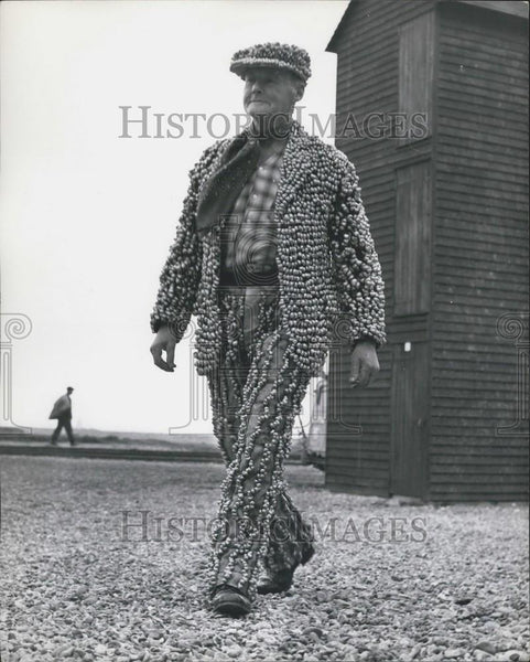 Press Photo Sixty five year old Slogger Hoad, the Hastings Winkle King - Historic Images