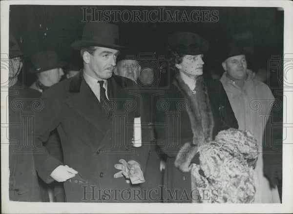 1938 Press Photo Mr and Mrs Anthony Eden on arrival at Paddington - Historic Images