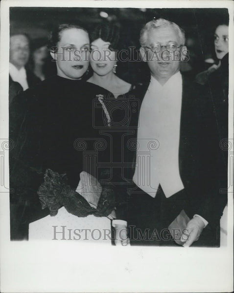 1934 Press Photo Mr. & Mrs. Anthony de Rothschild at premier of Rothschild film - Historic Images