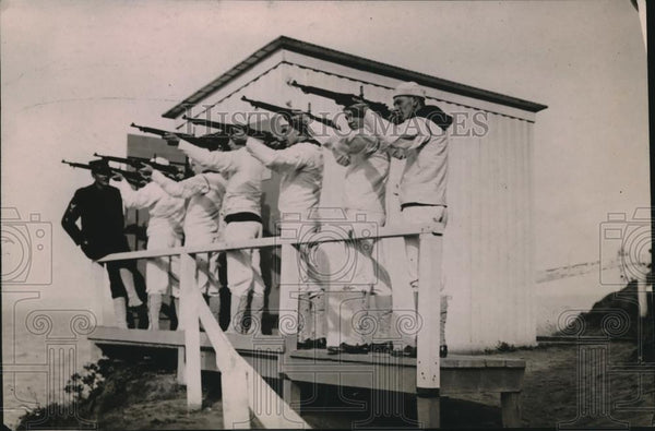 1919 Press Photo U.S. Naval Recruits practice firing at firing range. - Historic Images