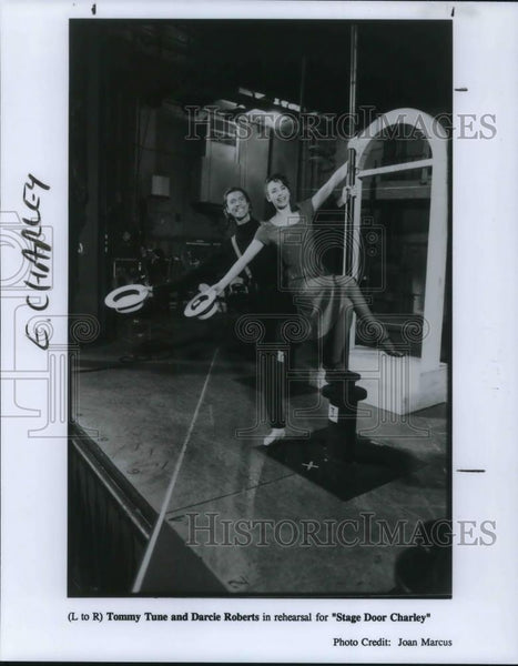1995 Press Photo Tommy Tune and Darcie Roberts in Stage Door Charley - cvp24063 - Historic Images