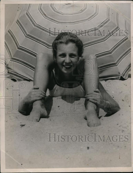 1936 Press Photo Eve Evans at the Davis Island - Historic Images