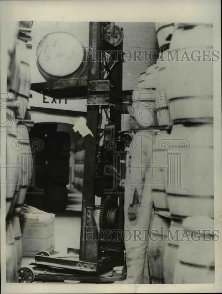 1931 Press Photo General Food's plants installed portable elevator - Historic Images