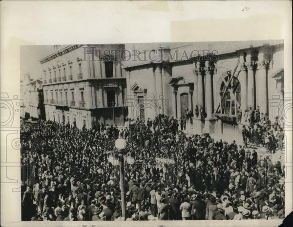 1930 Press Photo Crowd attended the funeral of Cadet Chavez and Barron Morales - Historic Images