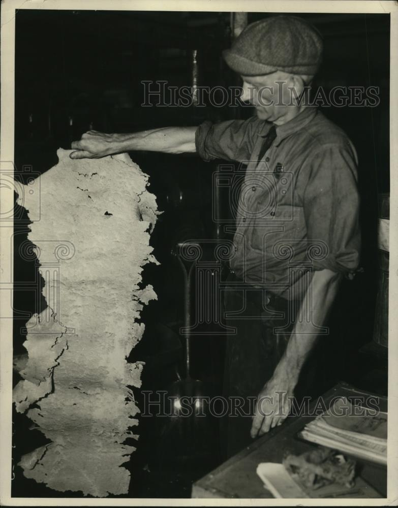 1939 Press Photo Preparing Molding Compound - Historic Images