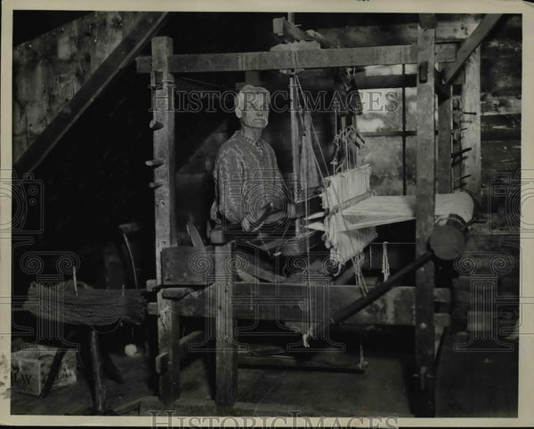 1935 Press Photo of Alec Macleod at work at his loom. The same loom his Father - Historic Images