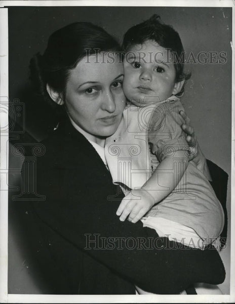 Press Photo Miss Leo Moore and baby - Historic Images