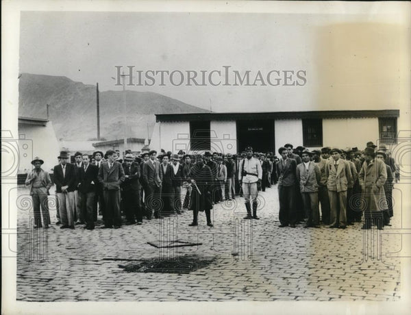 1934 Press Photo Part of the 200 civilians arrested at the outskirts of Lima - Historic Images