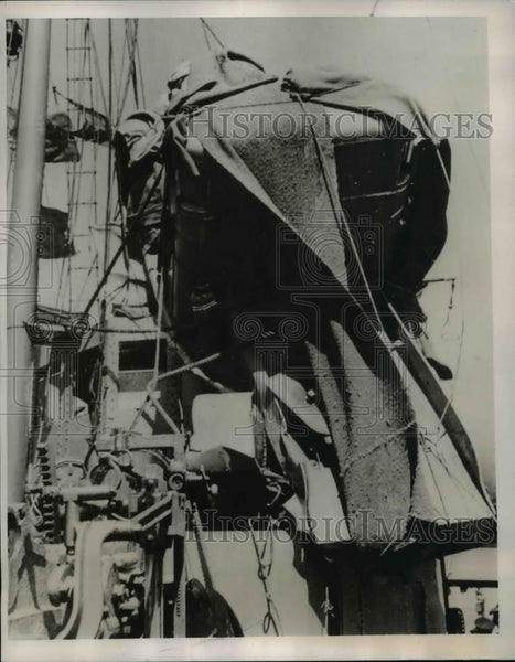 1940 Press Photo German Air Bomb fell on the quayside of the Belgian Port - Historic Images
