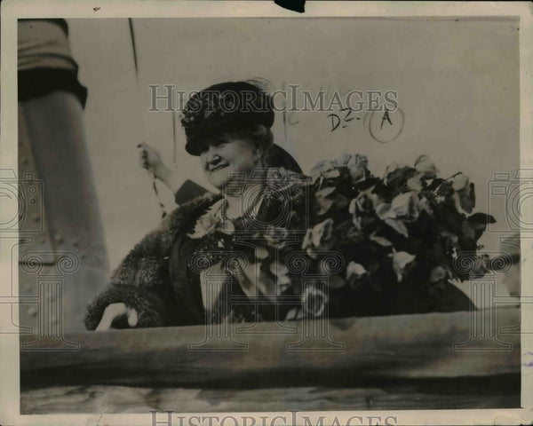 1921 Press Photo of Mrs Rudolph Pfell the sponsor of thre USS Milwaukee. - Historic Images
