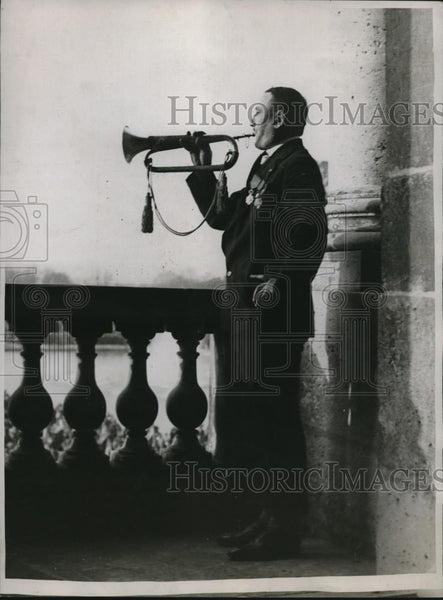 1918 Press Photo Henri Sellier Sounds Retreat - Historic Images