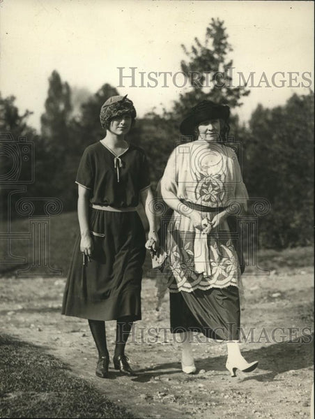 1921 Press Photo Mrs Robert N Stanfield & daughter Barbara in Wash DC - Historic Images