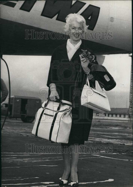 1958 Press Photo Lily Pons Singer Arrives Orly Airport Paris - Historic Images